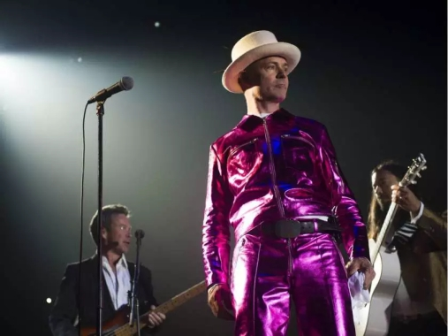 victoria-july-22-2016-lead-singer-gord-downie-on-stage-for12.jpeg